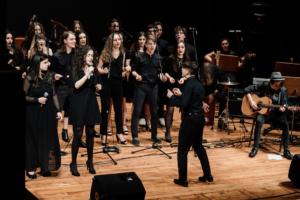 Questa immagine rappresenta un momento del concerto finale del 28 maggio 2019 al teatro accademico